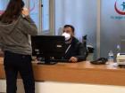 İstanbul'daki devlet hastanesinde domuz gribi şüphesiyle acil servis kapatıldı, çalışanlara maske dağıtıldı
