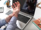 Karpal Tünel Sendromu Ofis Çalışanlarını Tehdit Ediyor