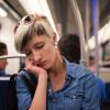 Uykuya Dalarken Düşme Hissi Neden Oluşur?