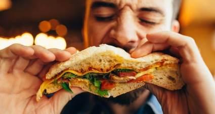 Hızlı yemek yemek kilo aldırıyor